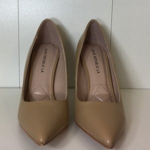 Shoes - Nude Pointy Pumps